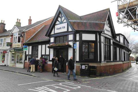 MONEY TAKEN: The Lloyds TSB Bank on Ringwood High Street, where the robbery took place